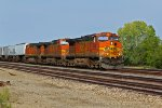 BNSF 5529 rips a wb Z TRAIN INTO TOWN.