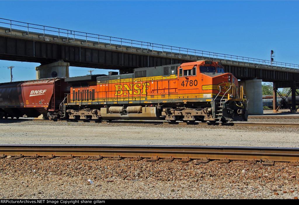 BNSF 4780 runs dpu on a grain train.