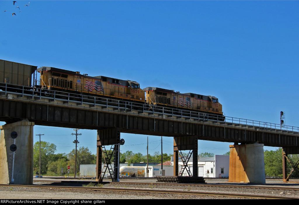 UP 5782 runs a Wb coal empty back toward Kansas state line.