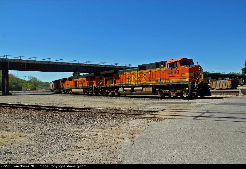 BNSF 4688 leads a Empty grain train Nb under the Up bridge,