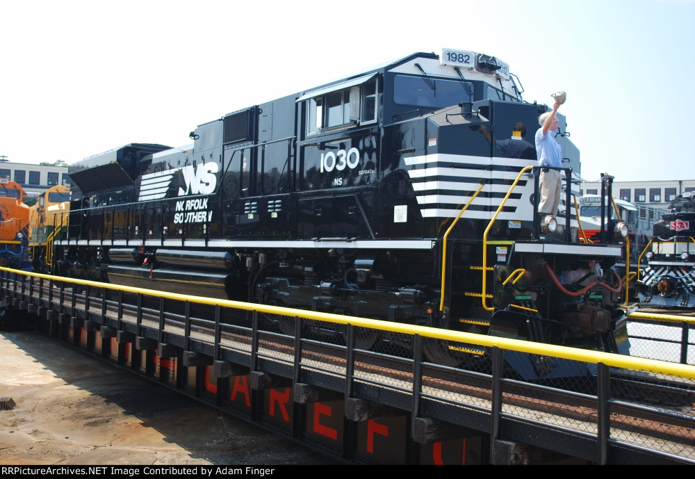 NS 1030 with Wick Moorman on the nose