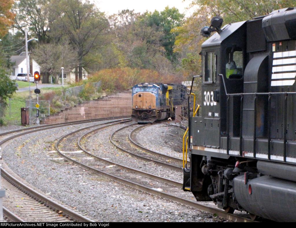 NS 3032 and CSX 4777