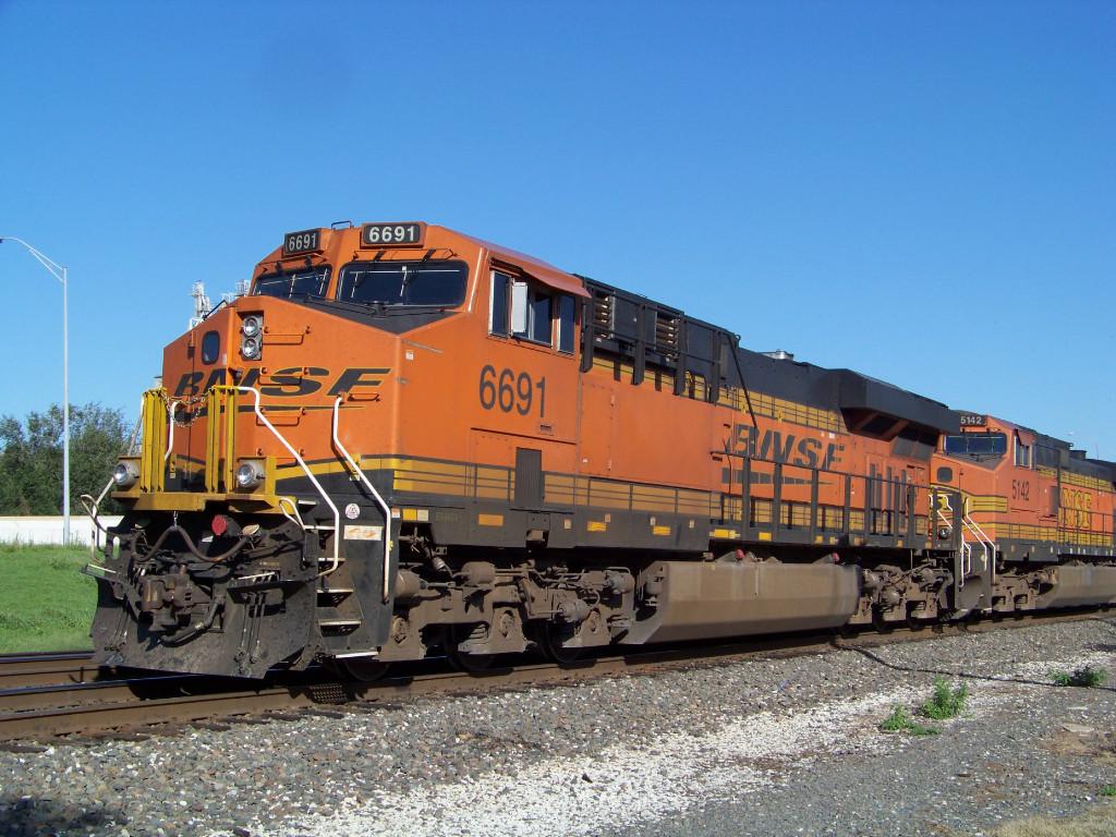 BNSF ES44C4 6691