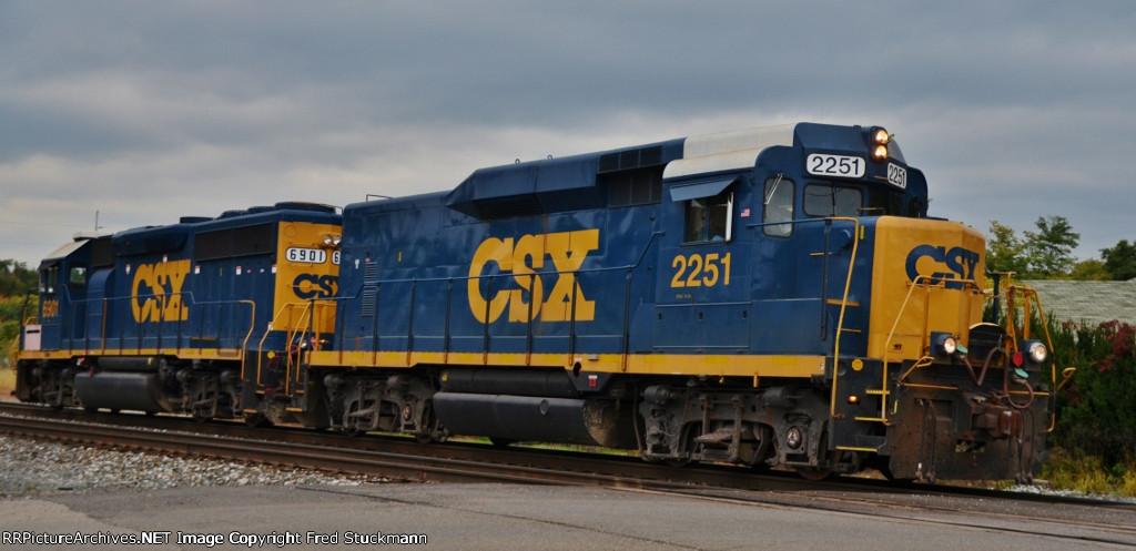 CSX 6901 & 2251
