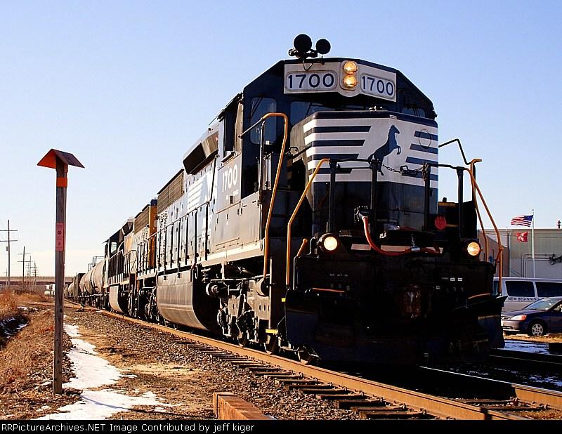 NS 1700 & CSX 8974