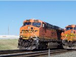 BNSF ES44AC 6216 & BNSF C44-9W 5394