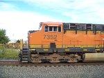BNSF ES44DC 7352