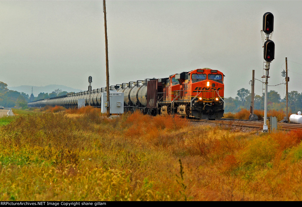 BNSF 5894 leads a empty oil train NB toward dupo il.