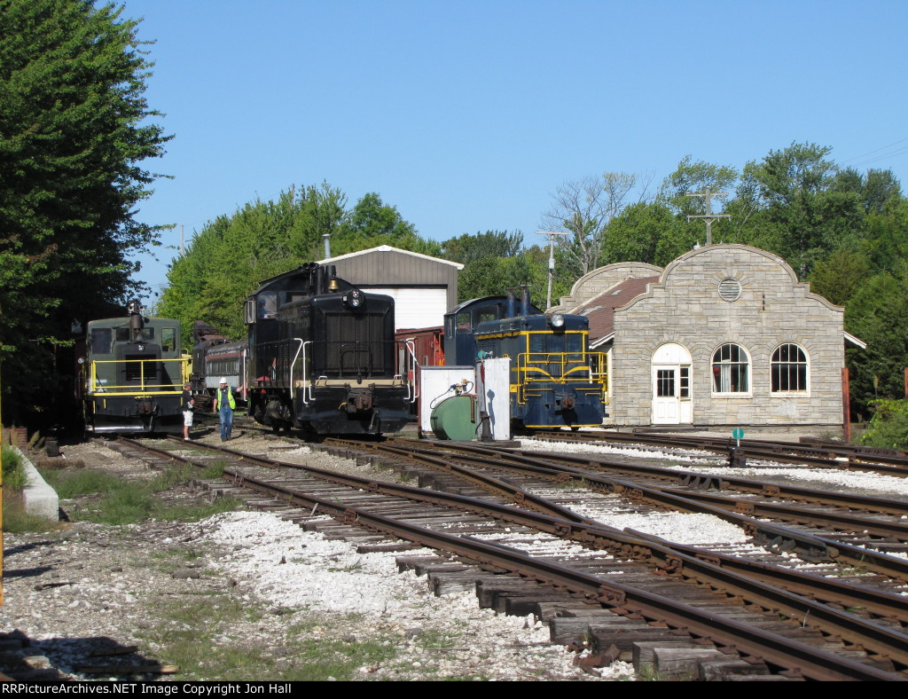 With thre 5208 tucked away on the engine house spur, 7014 heads west again past the 3049