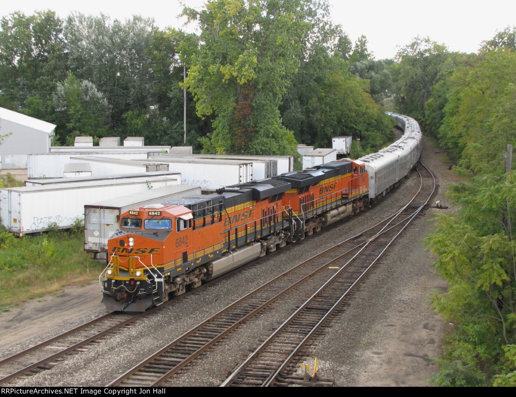 BNSF 6842 starts up the Hughart Runner with GDLK700