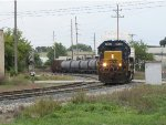 CSX 2504 rounds the curve with weed spraying train W050-13