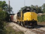 Tied onto the cut of interchange cars from CSX, 4017 leads Z739 east out of Old 17