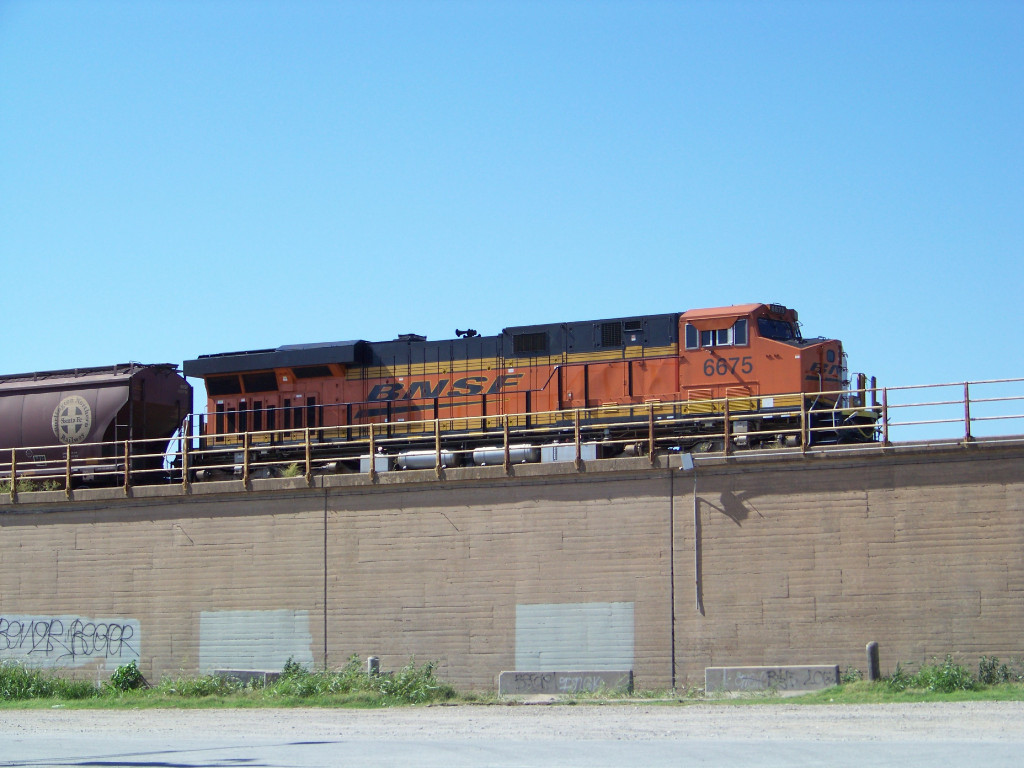 BNSF ES44C4 6675