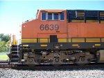 BNSF ES44C4 6639