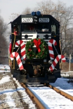 NS 5280 Santa approaches the station