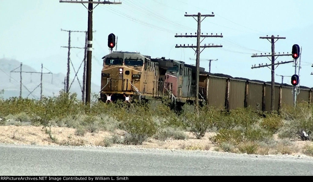 WB Unit Coal Frt at Apex Crossing  (1)