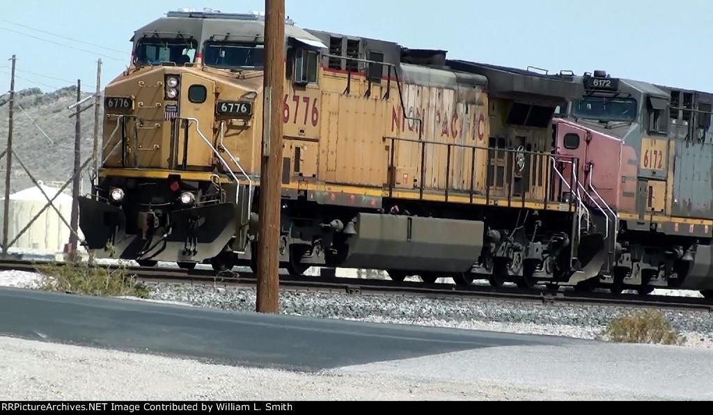WB Unit Coal Frt at Apex Crossing  (2)