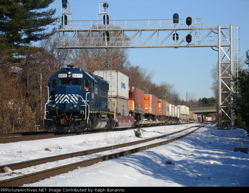CSX Local Y120 southbound at CP-7 w/ cars for the NYS&W