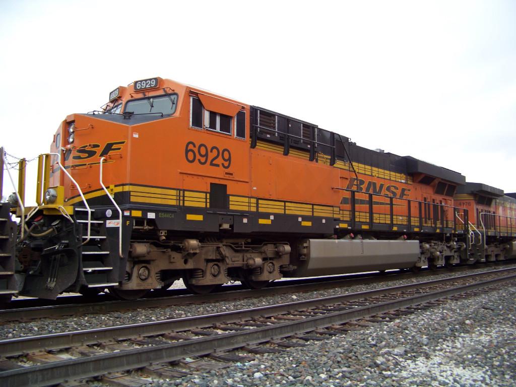 BNSF ES44C4 6929
