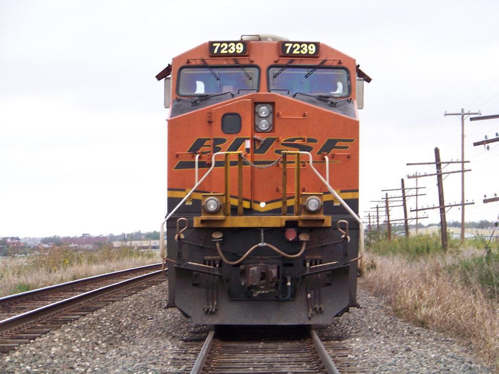 BNSF ES44DC 7239