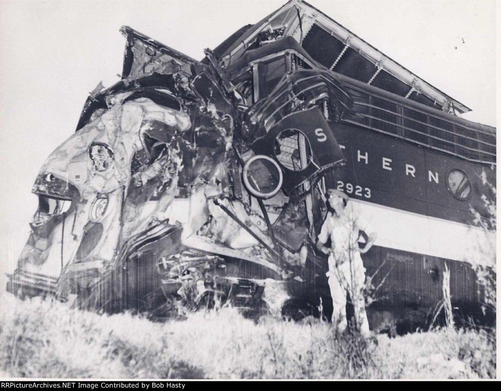 SOUTHERN 2923, later Southern 6900, wrecked at Woodstock, Al.