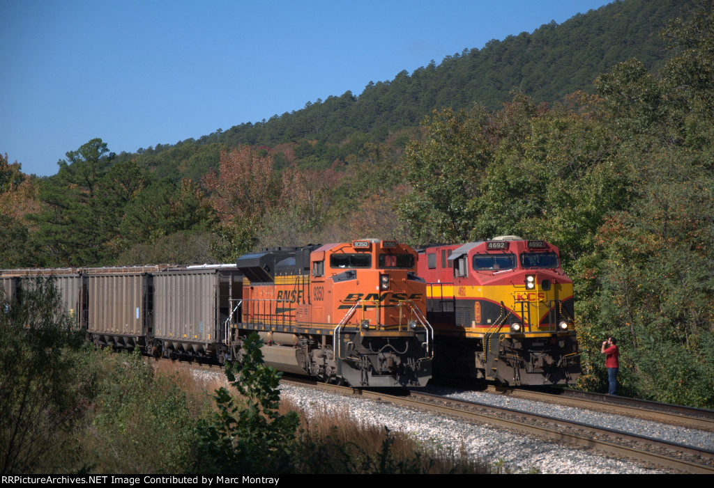 KCS 4692 meeting DPU BNSF 9350 at South Page