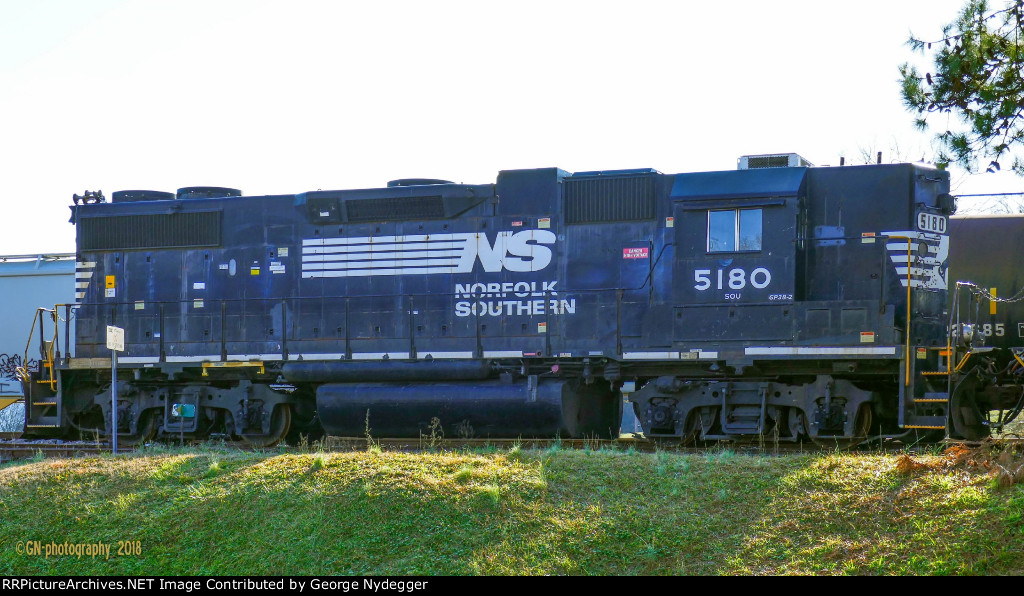 NS 5180 sitting @ the Yard of SQVR.