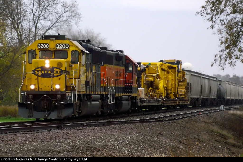 BNSF 3200 and 2021
