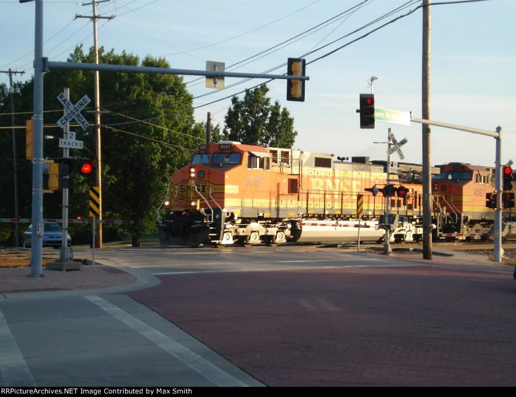 BNSF 5087 and BNSF 4087
