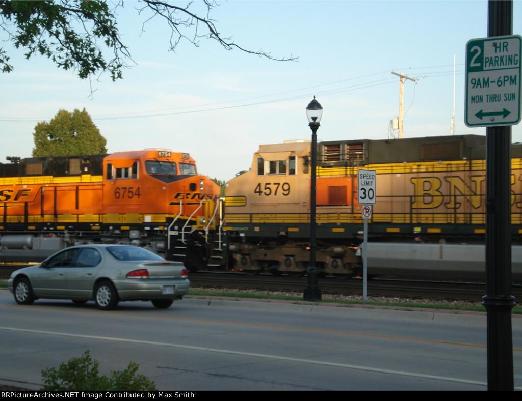 BNSF 6754 and BNSF 4579