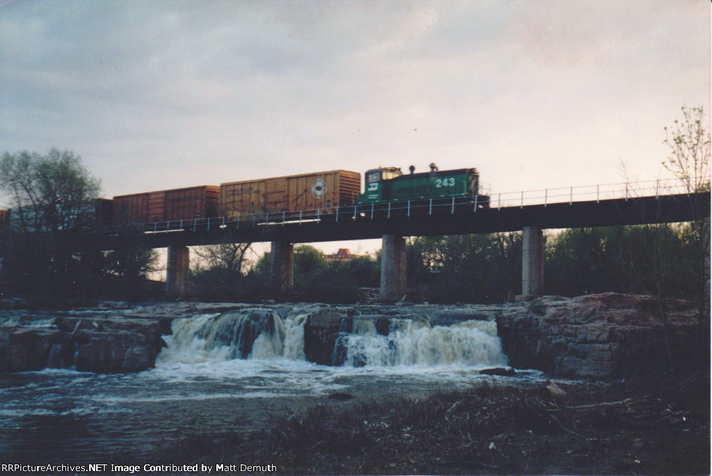 BN 243 crossing over the upper falls of the Big Sioux River.