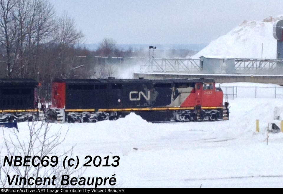 CN 2433 on the 403 Westbound