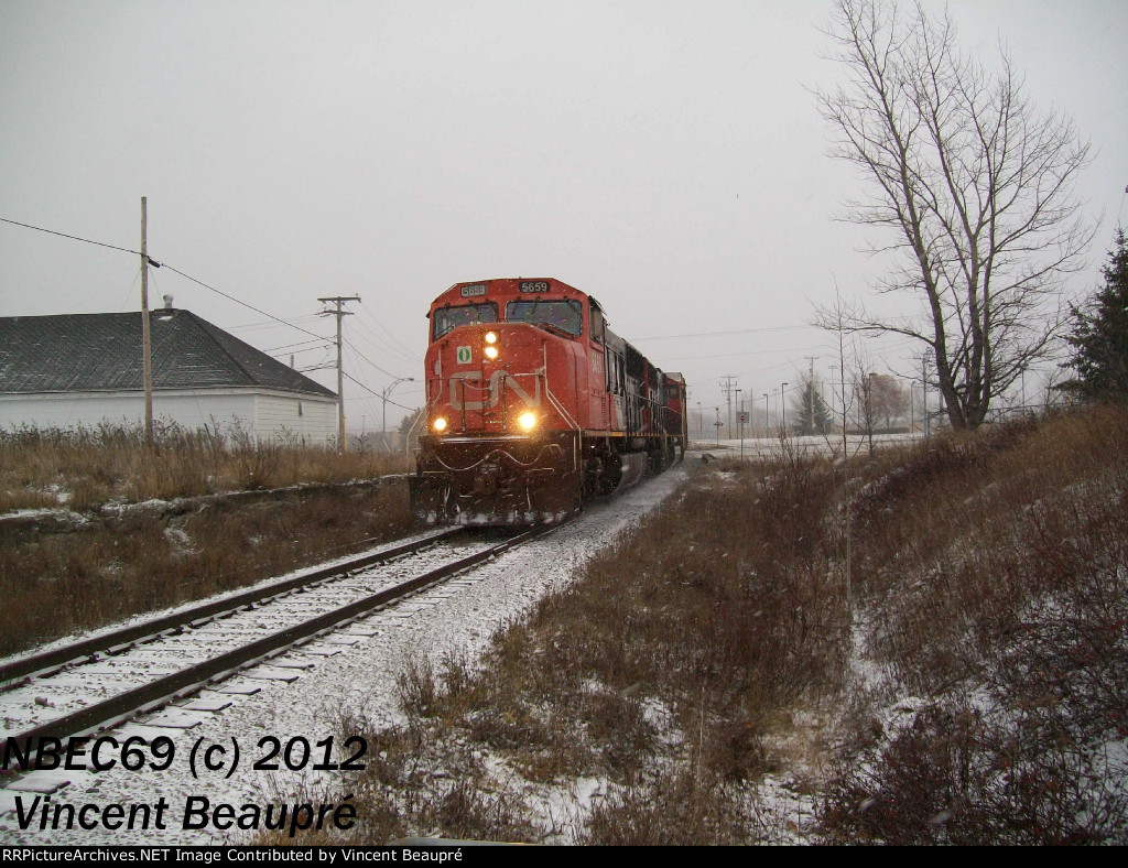 CN 5659 on the 403 West