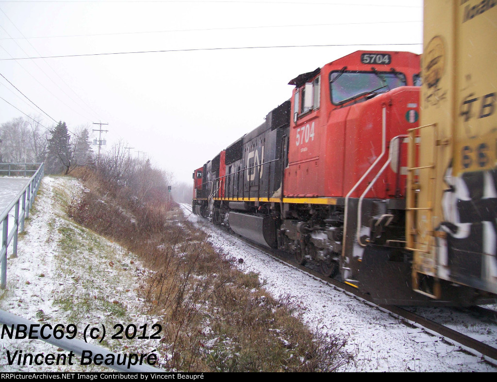 CN 5704 on the 403 West