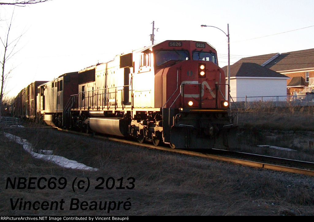 CN 5626 on the 402 East