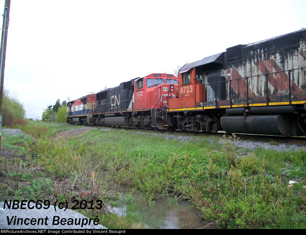 CN 4723 on the 403 West