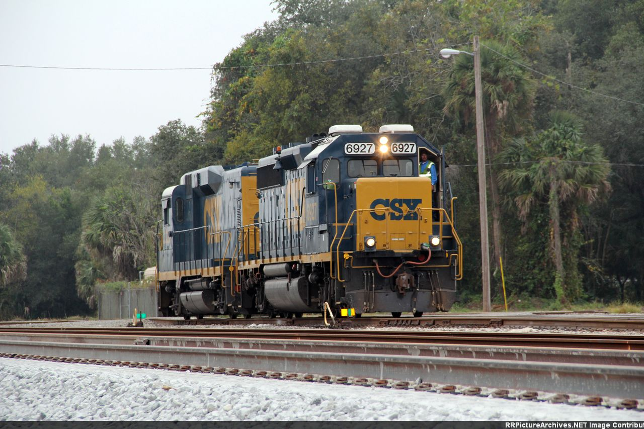CSX 6927 - Remote controlled engine?