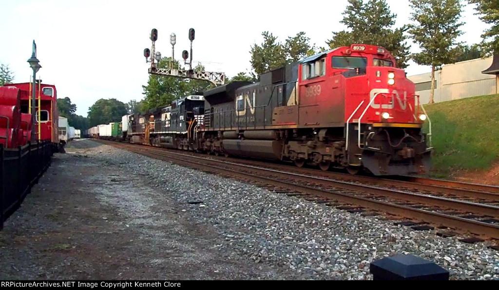 CN 8939 Leading