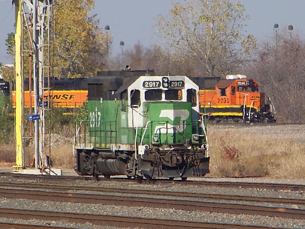 BNSF GP39E 2917 & BNSF GP38-2 2030