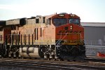 BNSF 7050 pulls around the bend as she leaves the BNSF Amarillo yard limits heading east.