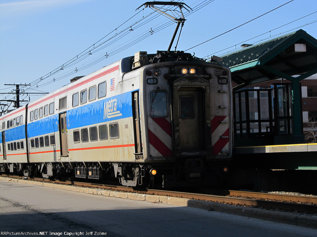 Metra Electric Train at 75th Street (Windsor Park)
