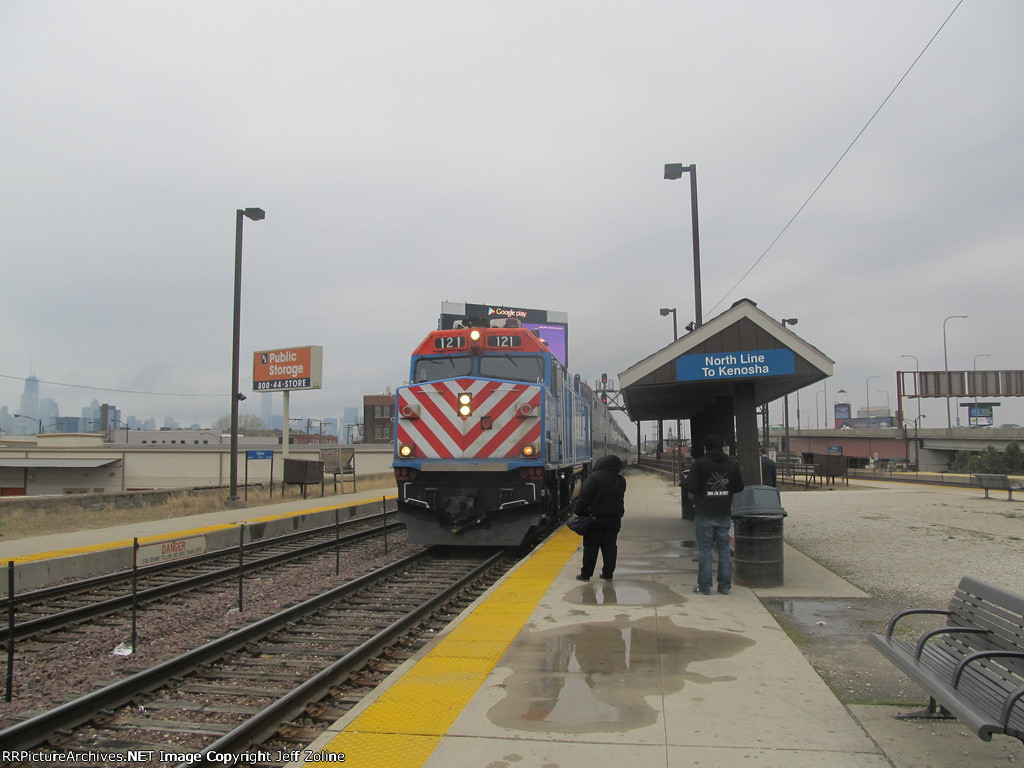 Metra UPN Train at Clybourn