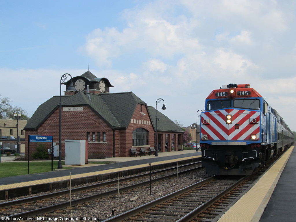 Metra UPN Train at Highwood