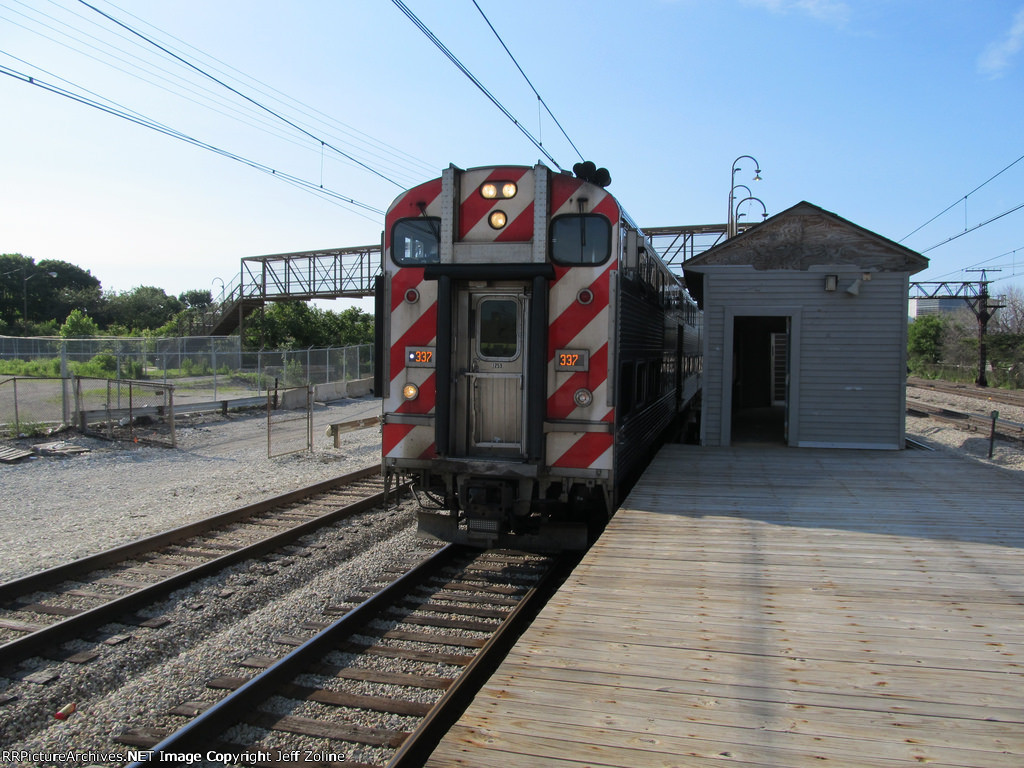 Metra Electric District Train at 27th Street