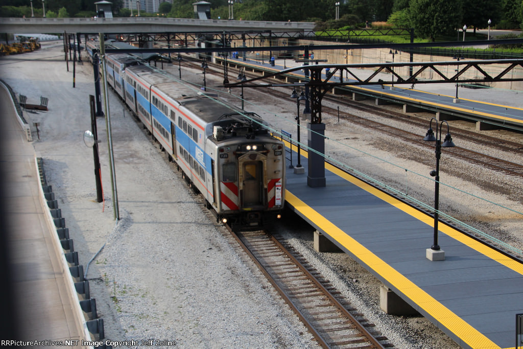 Metra Electric Train at Museum Campus (11th Street)