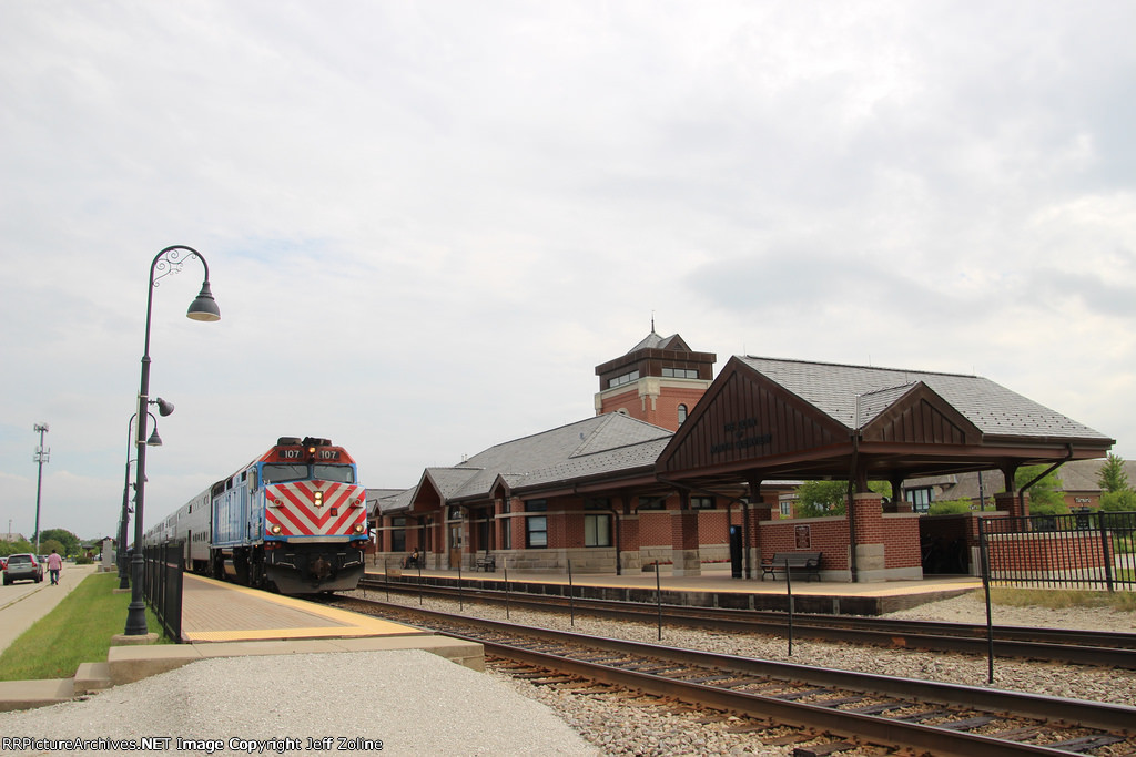 Metra MDN Train at Glen/North Glenview