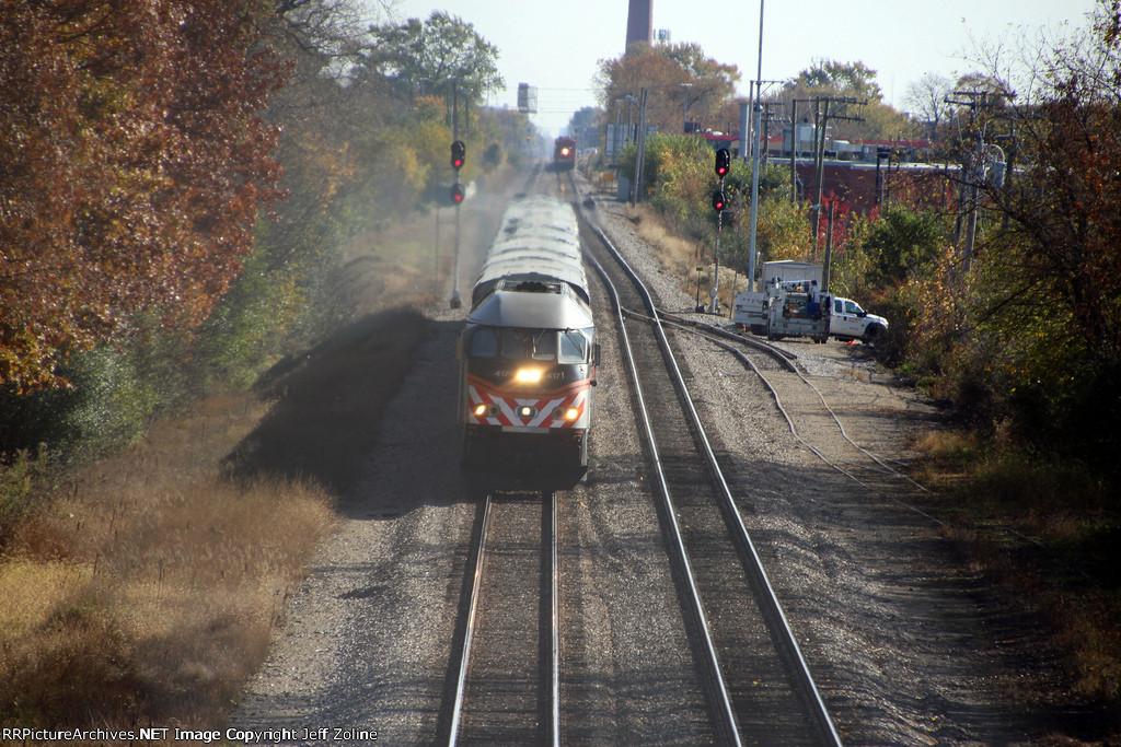 Metra MDN Train Approaching Edgebrook