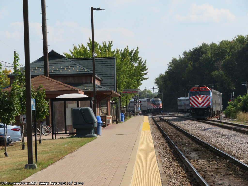 Metra MDN Train at Fox Lake