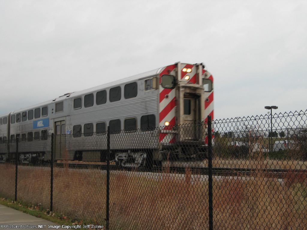 Metra MDN Train approaching Glenview