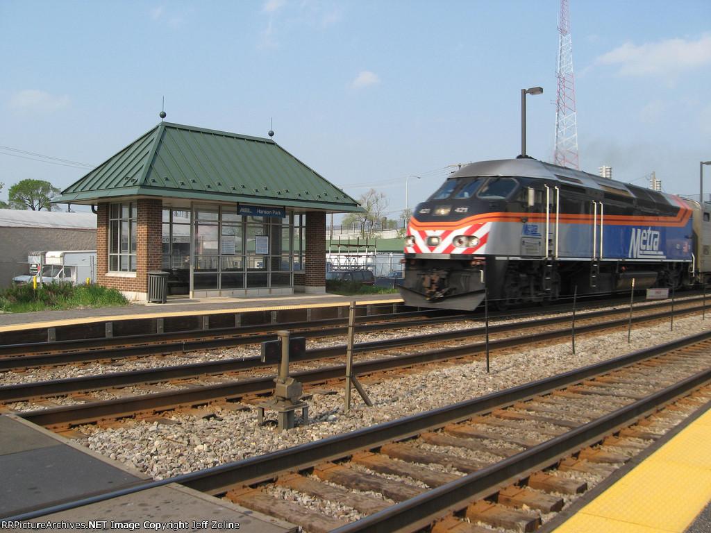Metra MDW Train at the Hanson Park Station